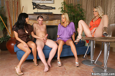 Clothed babes invite a young..