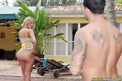 Young blonde with a phat ass..